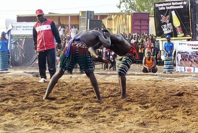Championnat national de lutte traditionnelle: Eloi Zerbo confirme et Rihanata Diallo nouvelle reine des arènes