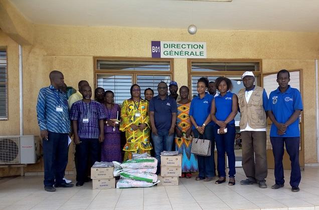 Catholic relief services: Le personnel  solidaire des  élèves et des malades