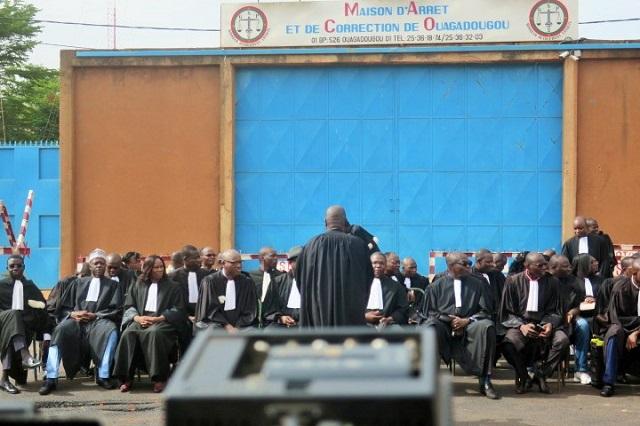 Sit-in des avocats: Matinée de plaidoirie devant la Maison d'arrêt et de correction de Ouagadougou (MACO)