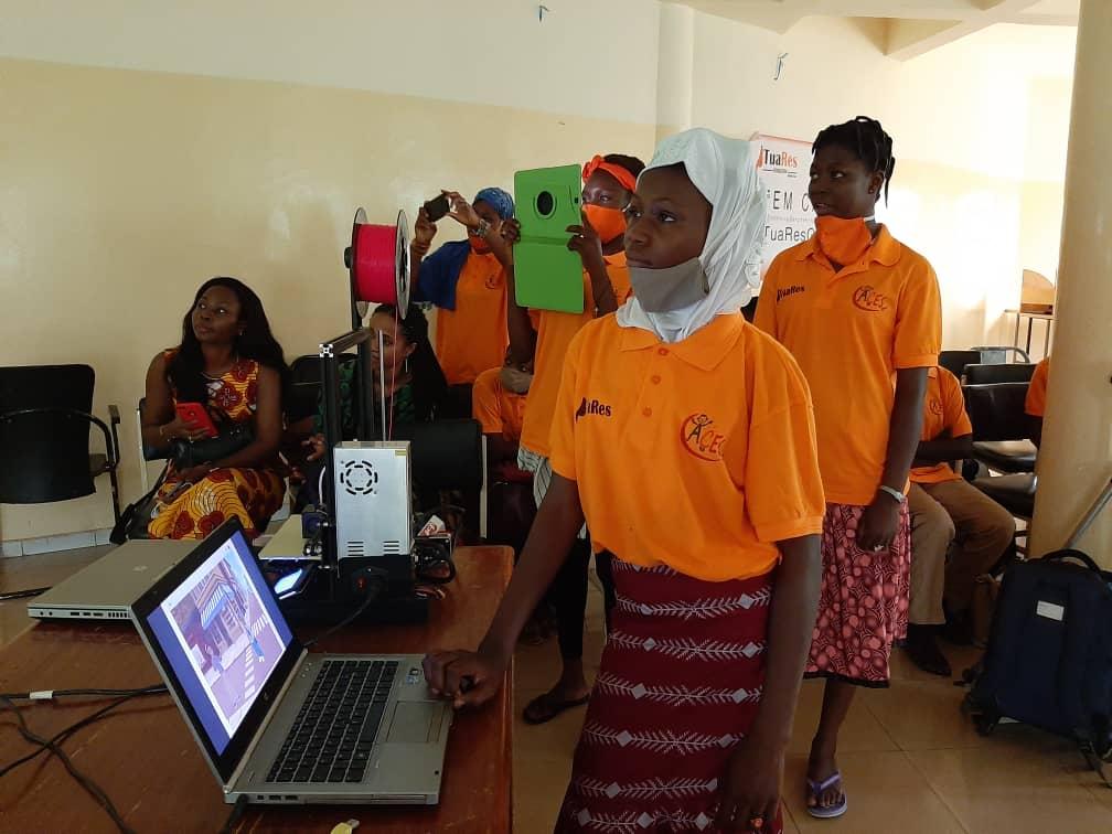 Robotique et programmation: 45 jeunes filles reçoivent une formation à Ouagadougou