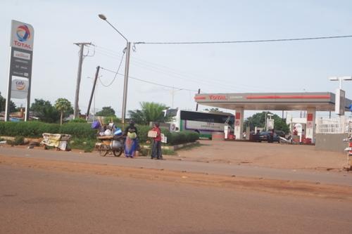gr ve des chauffeurs routiers p nurie d essence dans certaines stations services ouagadougou. Black Bedroom Furniture Sets. Home Design Ideas
